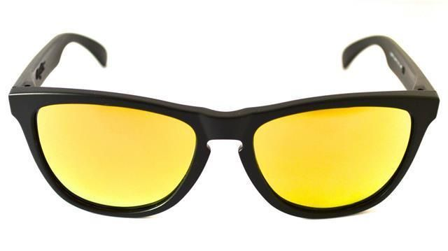 The Ray-Ban (R) Wayfarer is the most recognizable style in the history of sunglasses. The distinct Wayfarer shape is paired with the traditional Ray-Ban (R) signature logo on the sculpted temples.